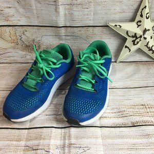 Under Armour size 5 youth runners Like New